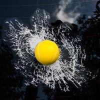 Наклейка на заднее стекло Разбитое стекло «Мяч теннисный» 3D (200*260) цвет черный (упак 1шт) SW